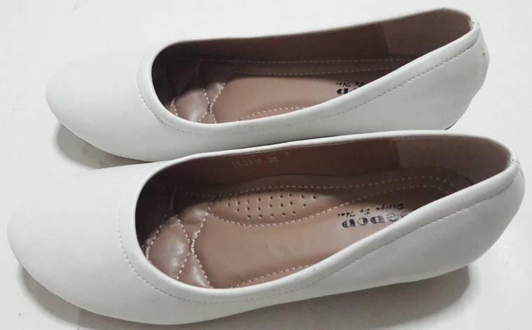 รองเท้าคัชชูสีขาว ส้นเตารีด พื้นยาง พยาบาลหรือคนใช้สีขาว  หนังด้าน