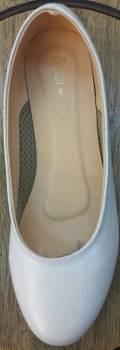 รองเท้าคัชชู สีขาว มีส้นเตารีด หน่อย หนังด้าน ผู้หญิง หัวกลม ไม่มีลาย