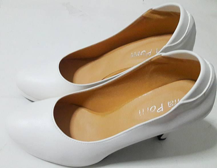 รองเท้าคัชชูสตรี สีขาว หนังด้านส้นสูง 3นื้วครึ่ง เรียบไม่มีลวดลาย