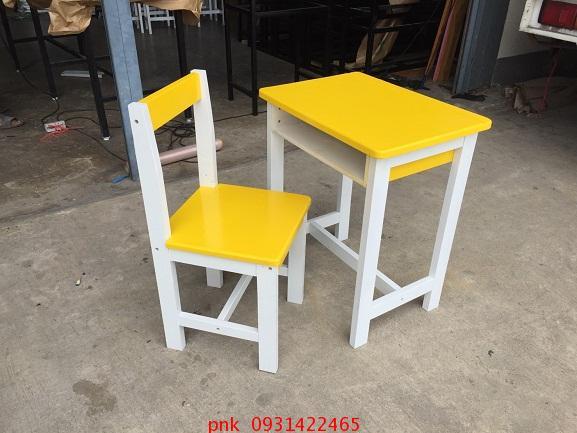 โต๊ะเก้าอี้นักเรียนระดับประถม ไม้ยางพาราทำสี  kkw1-51