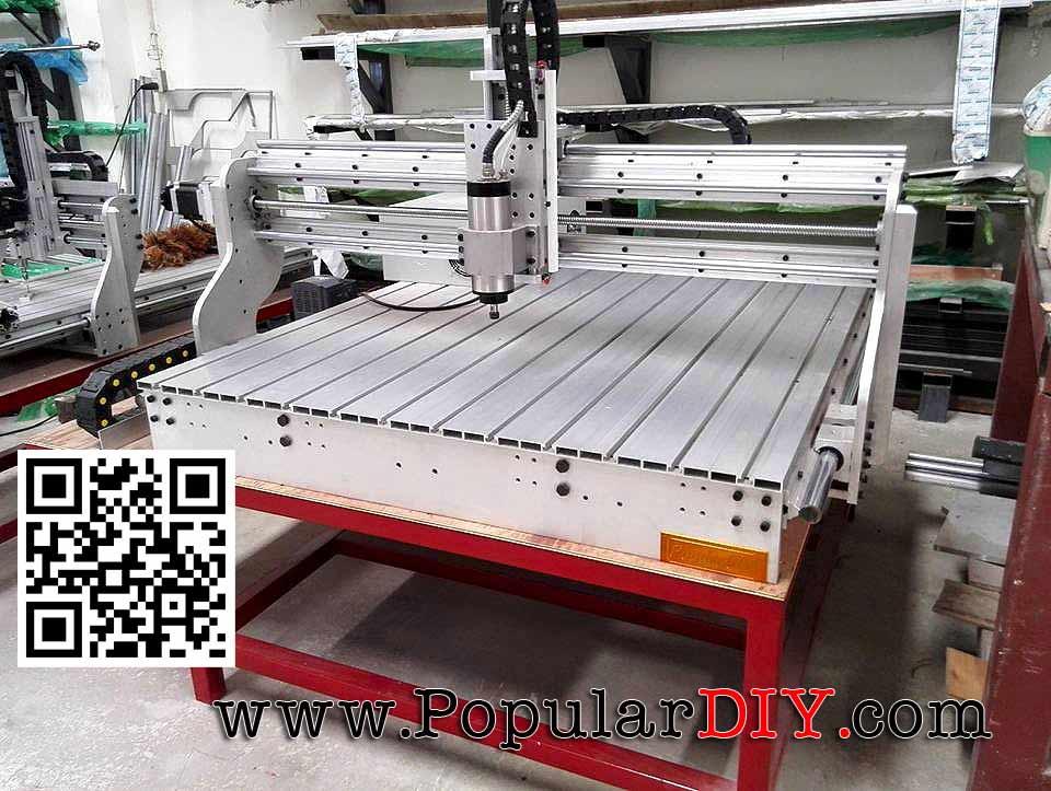 เครื่อง CNC ขนาดใหญ่ ระยะกัดงานประมาณ 1.2เมตร*1.1เมตร