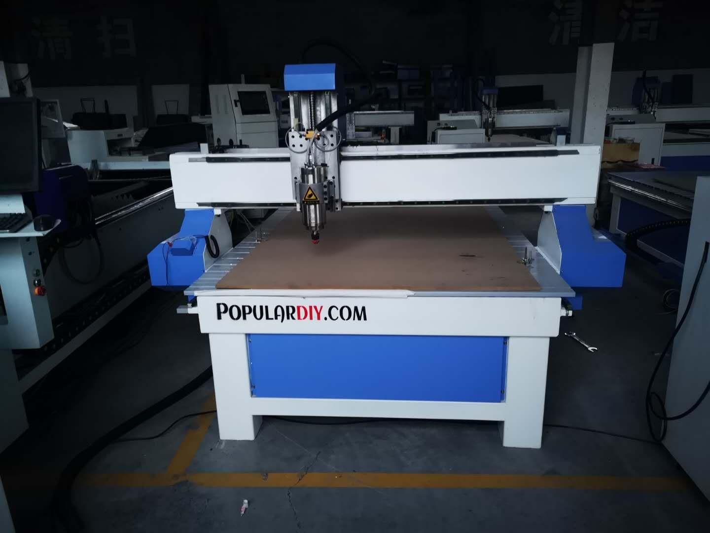 เครื่อง CNC  ระยะกัดงานประมาณ 1.3เมตร*2.5เมตร เครื่องนำเข้า