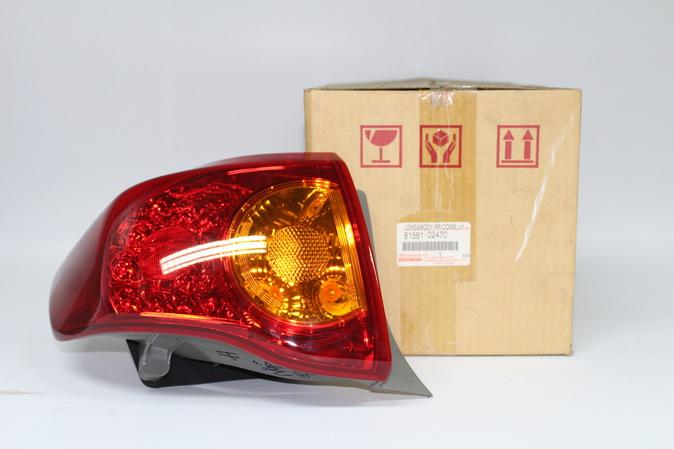 เสื้อไฟท้ายโตโยต้า อะไหล่แท้รถยนต์ TOYOTA LH ZZE141,142,ALTIS 2008 อะไหล่แท้โตโยต้า(รหัส81561-02470)
