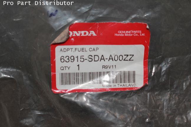 แผงปิดช่องเติมนํ้ามันเชื้อเพลิง รถยนต์ ฮอนด้า  HONDA ACCORD 03-05 อะไหล่แท้ (รหัส 63915-SDA-A00ZZ)