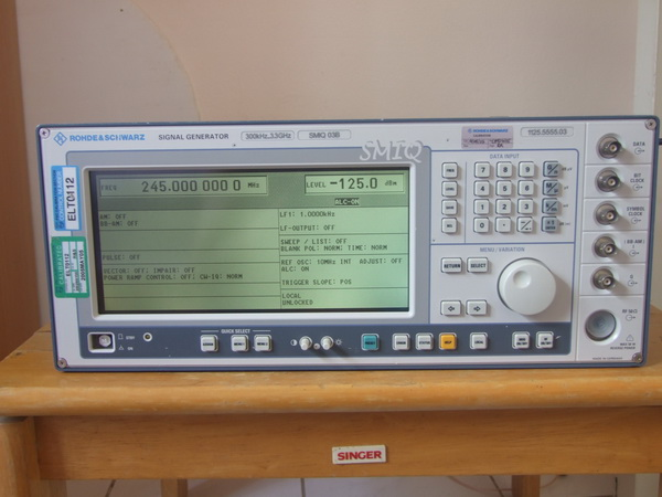 Rohde  Schwarz SMIQ-03 Signal Generator 300kHz-3.3GHz