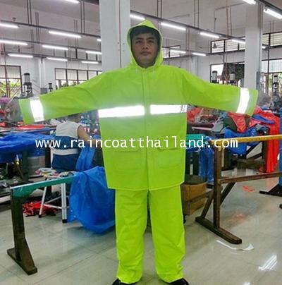 เสื้อกันฝนผู้ใหญ่ ชุดเสื้อและกางเกง ผ้า 2 หน้าอย่างดี สีเขียวสะท้อนแสง รุ่น 30-RG014