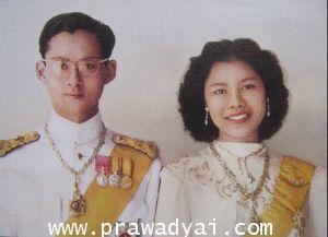 ภาพมงคล ภาพในหลวง รัชกาลที่ 9 คู่พระราชินี (ภาพแต่งงาน)