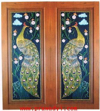 ประตูไม้สักทองแกะสลักนกยูงสีเขียว