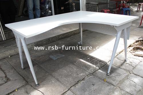 โต๊ะทำงานเข้ามุม ตัว L แผ่นบังหน้าเหล็กรู W150XD120CM รหัส 1376
