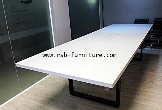โต๊ะประชุม ขาเหล็กตัว C 8-10 ที่นั่ง สีดำ ทำกล่องวางปลั๊กไฟพร้อมฝาปิด
