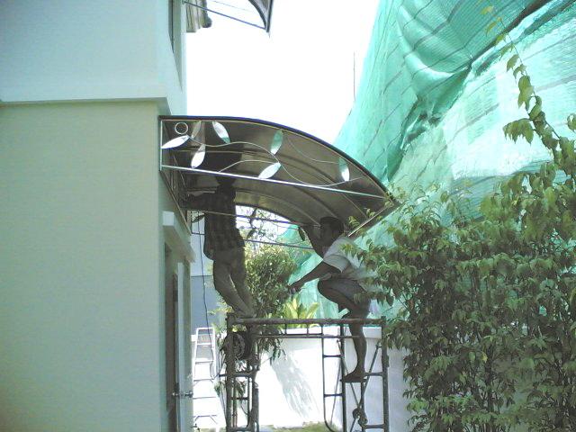 โครงหลังคาสเตนเลสโพลีคาร์บอเนต (Stainless Steel Polycarbonate Roof)