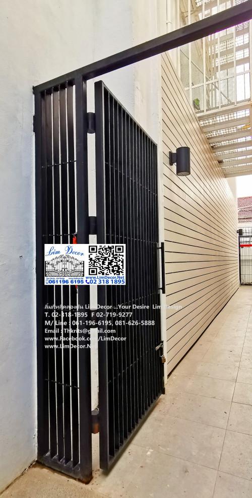 ประตูหล็กดัดพรอ้มมุ้งลวด Metal Steel Gate with Mosquitoes Screen at หมู่บ้านปัญฐิญา ซอย 33 4