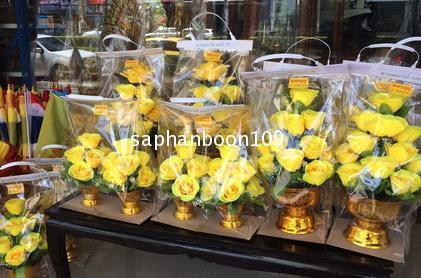 พานดอกกุหลาบสีเหลือง / สีม่วง  / สีขาว / สีชมพู /  สีฟ้า ( พานดอกไม้ ) 2