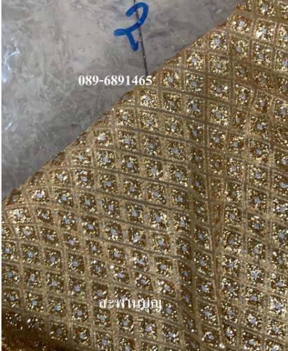 ผ้าห่มพระประธาน ผ้ากากเพชร ( ผ้านำเข้า )ผ้าเพชร  ขอบทอง  สไบทอง 1