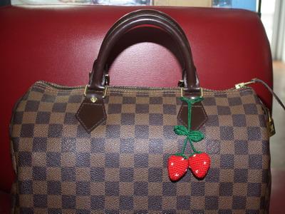 ที่ห้อยกระเป๋าคู่ใหญ่ สตรอเบอรี่สีแดง ( ราคานี้ยังไม่รวมค่าจัดส่งค่ะ ) 1