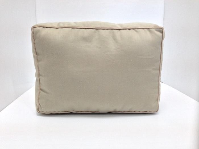 หมอนจัดทรงกระเป๋าPRADA Saffiano 30 2ซิป สีเบจ (ราคานี้ยังไม่รวมค่าจัดส่ง)