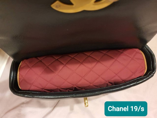 หมอนดันทรงพรีเมี่ยม กระเป๋า Chanel 19 small สีแดง