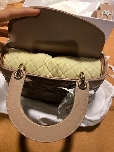 หมอนดันทรงพรีเมี่ยม กระเป๋า Lady Dior ฝาพับ สีครีม