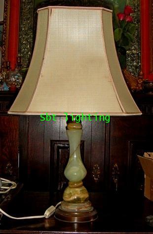 โคมไฟตั้งโต๊ะ ขาทองเหลือง   อิตาลี