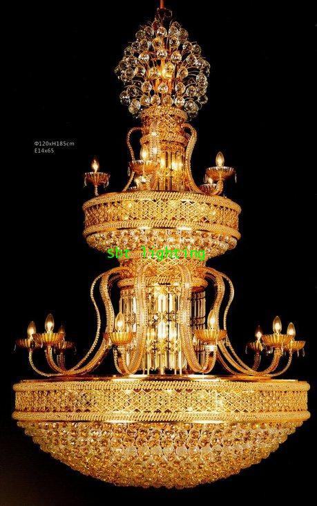 โคมไฟคริสตรัลในพระอุโบสถ