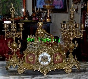 นาฬิกาตั้งโต๊ะทองสำริด พร้อมเชิงเทียนคู่  ขายแล้ว