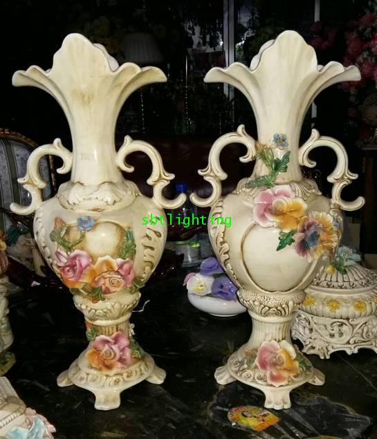 แจกันคู่  Porcelain ของ Capodimonte Italy