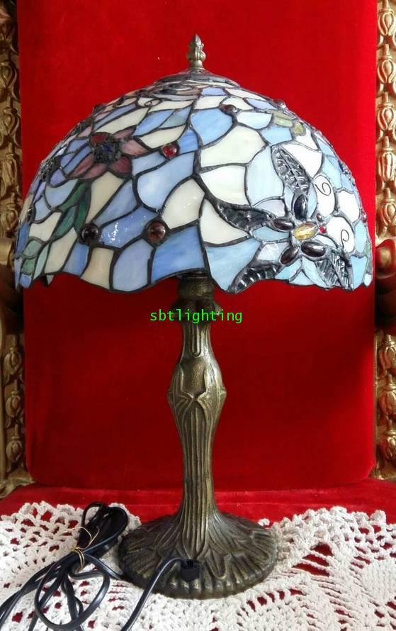 โคมไฟตั้งโต๊ะ สแตนกลาส  แฟนซี ขาทองเหลือง งานอิตาลี ขายแล้ว