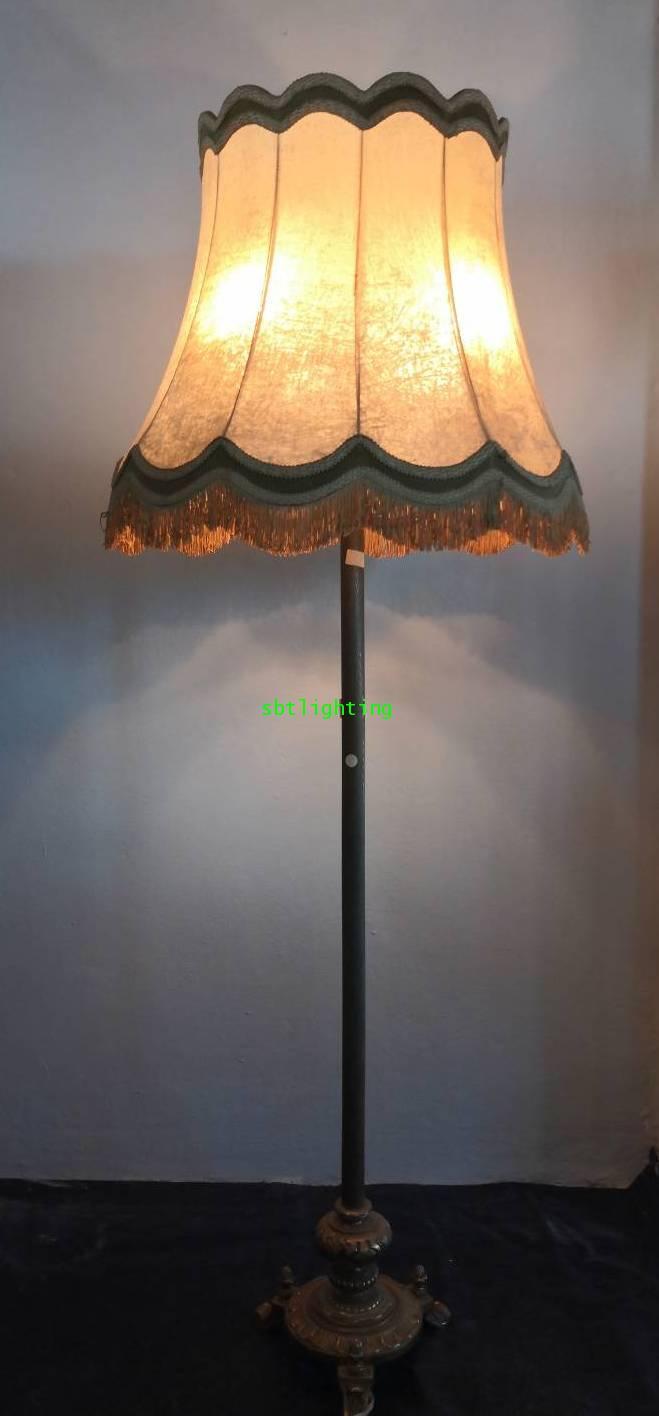 โคมไฟตั้งพื้น ขาทองเหลืองทองสำริด โบราณ ฝรั่งเศส