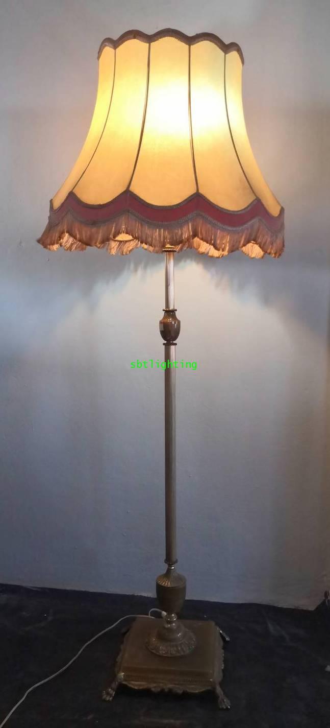 โคมไฟตั้งพื้น ขาทองเหลืองทองสำริดฐานหินเทียม อิตาลี  โบราณ