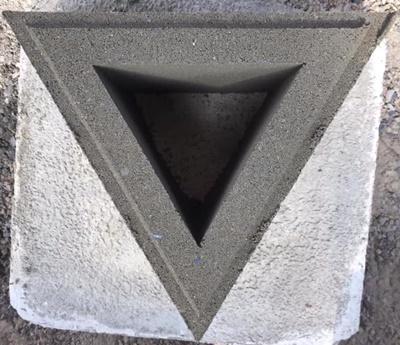 บล็อกช่องลมลายสามเหลี่ยม ขนาด 19x16.45x9 cm