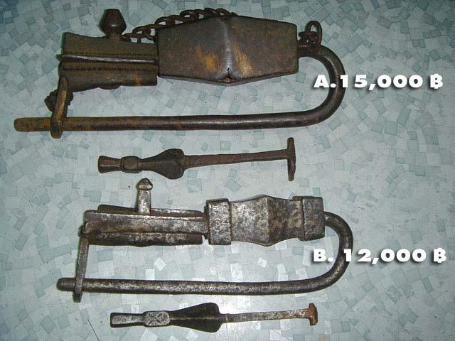 จุญแจโบราณจากประเทศเนปาล อายุ 1000 s. กว่าปี Old Key