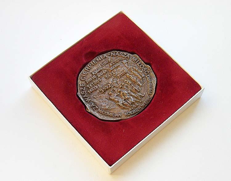 เหรียญอนุสรณ์ครบรอบ 50 ปี ปิดค่ายกักกันเอาสชวิทซ์