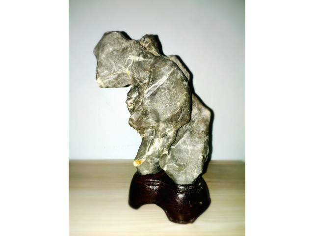 หินแปลกเหมือน ก๊อตซิลล่า (Godzilla) เกิดจากธรรมชาติสร้างสรรค์ นับเป็นเวลาล้านๆ ปี