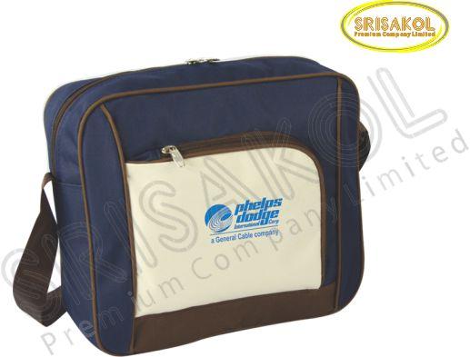 กระเป๋าสะพาย สีกรมท่า สลับ สีครีม/น้ำตาล  รหัส A2015-6B