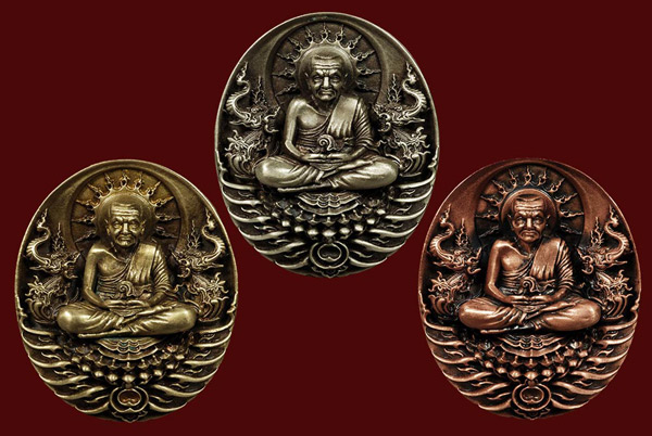 พุทธอุทยานมหาราช เหรียญหลวงปู่ทวดพิมพ์ใหญ่แบบที่ 1 - แบบที่ 2