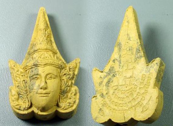 พระลักษณ์หน้าทองเนื้อว่านดอกไม้ทองฝังตะกรุด {ราคา..ลดกระหน่ำ !!}