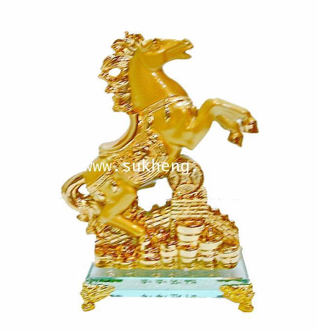 ม้าทองมงคลบนฐานคริสตัล ขนาด 6 นิ้ว
