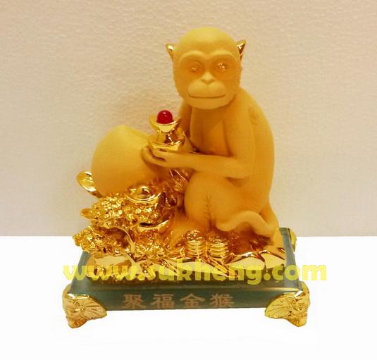 ลิงวอกทองมงคล ถือลูกท้อบนกองเงินทอง  ขนาด 5 นิ้ว