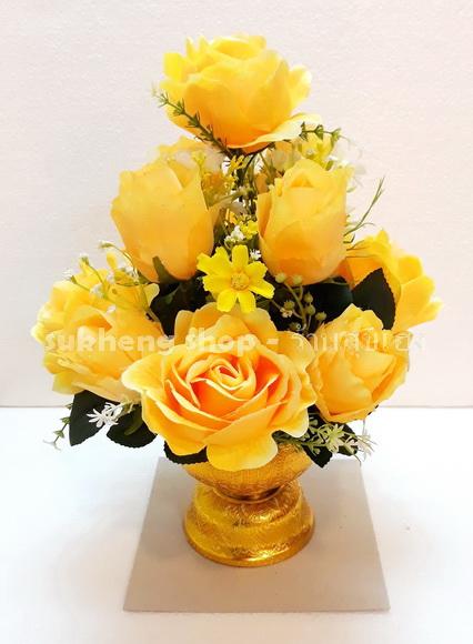 พานดอกไม้ประดิษฐ์ กุหลาบสีเหลือง สำหรับถวายพระพร