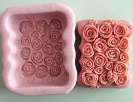 แม่พิมพ์สบู่ซิลิโคนสี่เหลี่ยมขอบหยักรูปดอกกุหลาบดอกตูม ขนาด 115 กรัม ราคา 400 บาท
