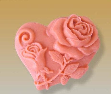 แม่พิมพ์สบู่ซิลิโคนหัวใจ + ดอกกุหลาบก้านมีใบ ขนาด 60 กรัม ราคา 380 บาท