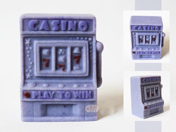 แม่พิมพ์สบู่ซิลิโคนรูป casino slot machine 105g ราคา 500 บาท