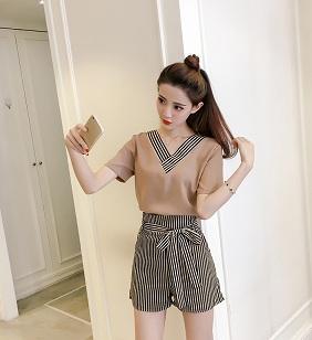 เสื้อคอวีแต่งแขนสั้นพร้อมกางเกงสั้นเอวยางผูกโบว์สีน้ำตาลไซร์ L XL