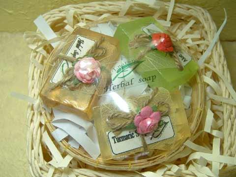 gift  set  สบู่สมุนไพร ในตะกร้าสาน