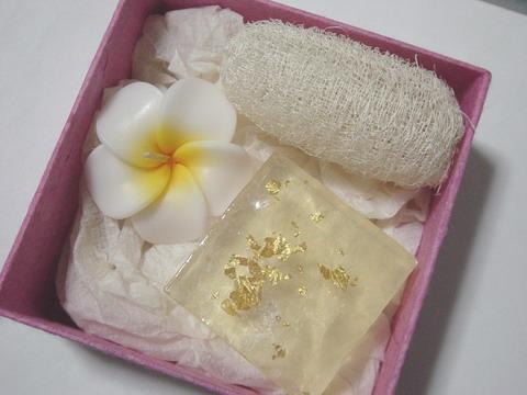 gift  set  สบู่สมุนไพร สบู่ทองคำ ในกล่องสา