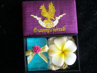 gift set soap 50 g+ leeravadee candle in silk box 1