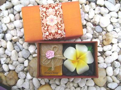 gift set soap 50 g+ leeravadee candle in silk box