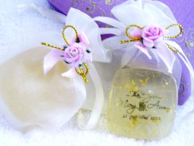 สบู่ทองคำในถุงผ้าแก้ว  ของชำร่วยแต่งงาน
