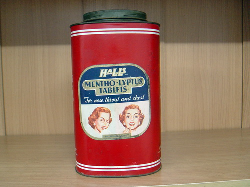 กระป๋องฮอลล์ Halls Mentho-Lyptus หายาก Made in England สภาพดีสุดๆ มีฝาปิด
