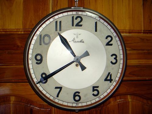 นาฬิกาแขวน MAUTHE มอร์เต้ ขนาด JUMBO 16 นิ้ว ระบบไขลาน